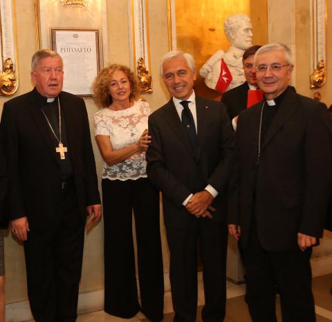A destra il Nunzio di Sua Santità, S.E. Rev.ma Mons. Luciano Suriani , e a sinistra l'Arcivescovo di Belgrado S.E. Rev.ma Mons. Stanislav Hocevar.