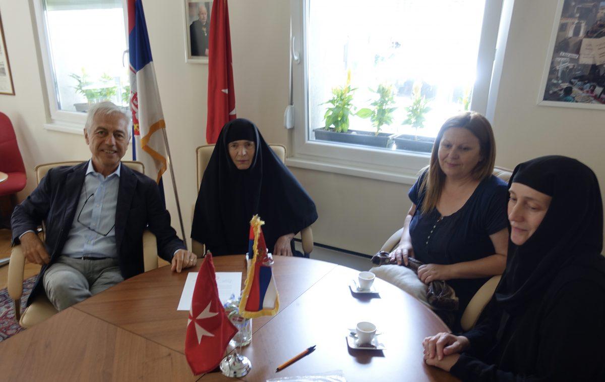 In Ambasciata, le formalità di consegna del WISH. Con l'Amb. di Luca, la Madre Superiora Suor Glikerija, la Direttrice del Centro di Santa PetkaSlađana Tasić, e Suor Vasilisa.